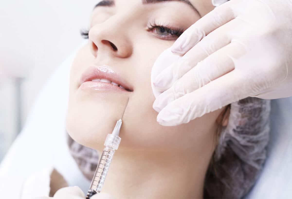 Faltenbehandlung mit Hyaluronsäure-Injektion