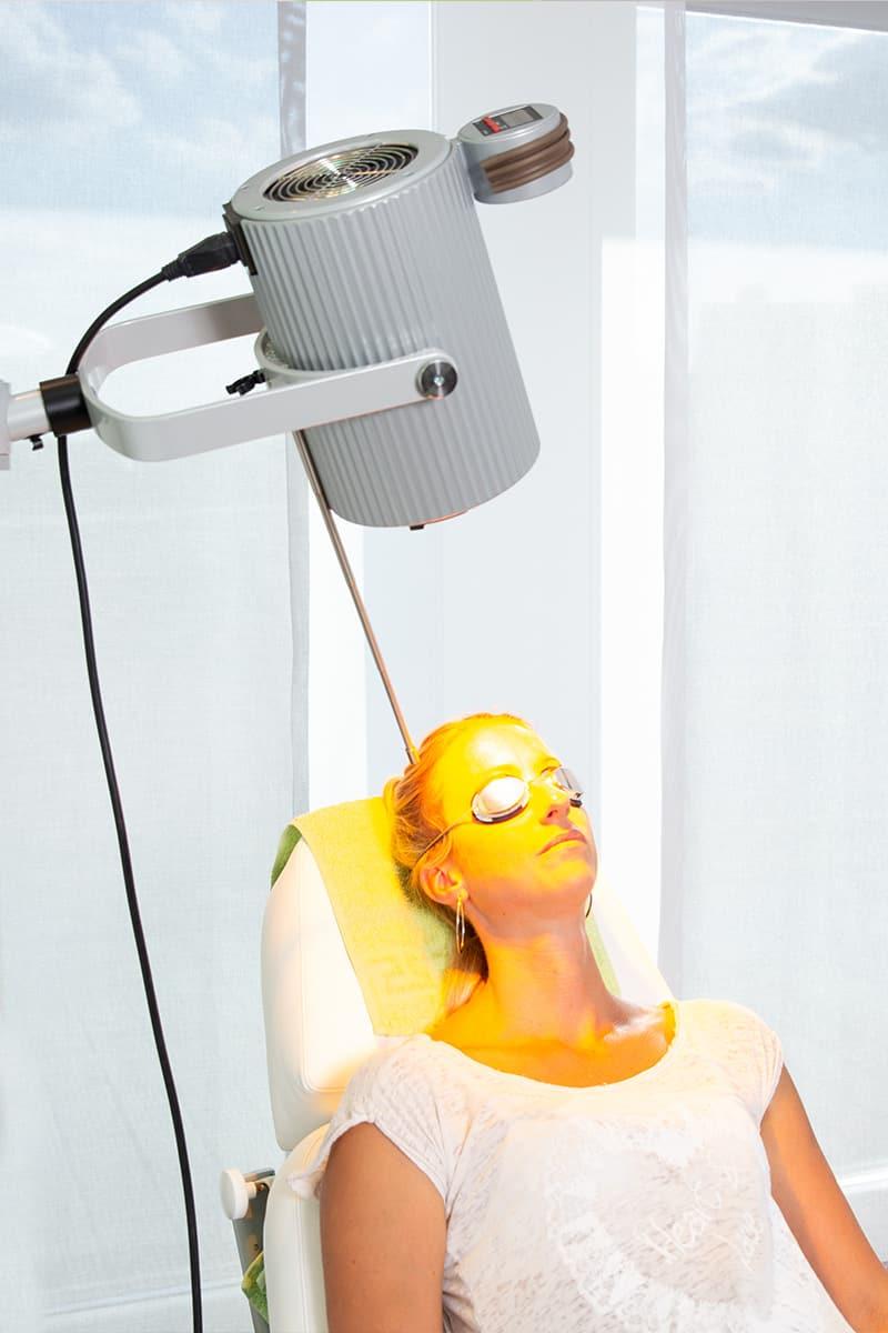 Patientin während der PDT Behandlung