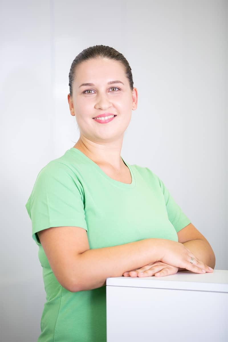 JULIA FRAIS I Kosmetikerin & techn.<br/>Sterilisationsassistentin DGSV / SGSV